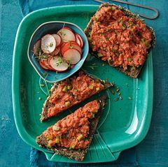 Tatar-Stulllen mit Radieschen-Salat