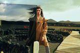 Ethno-Look: Kleid über gestreifter Hose