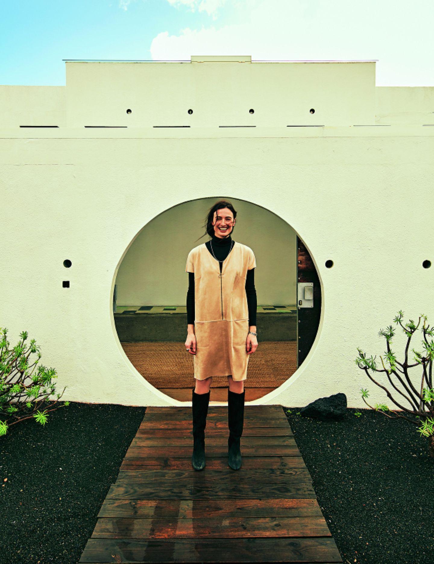 Ethno-Look: Minikleid über Rollkragenpullover