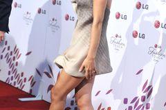 Victoria Beckham: posiert auf dem roten Teppich