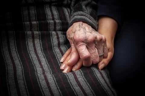 83-Jährige erwacht 10 Stunden, nachdem sie für tot erklärt wurde – das hat sie gesehen