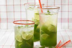 Basilikum-Limetten-Cooler