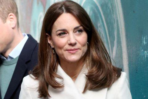 Herzogin Kate mit offen, glatten Haaren