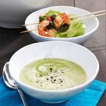 Grüne Suppe mit Basilikum-Garnelen