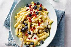 Milchnudeln mit Früchten