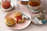 Dinkel-Scones mit Sahne und Erdbeercreme