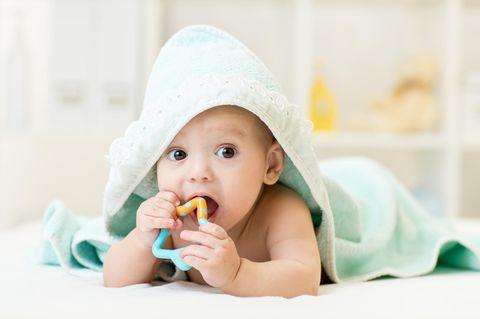 Zahnen beim Baby: Symptome und Tipps