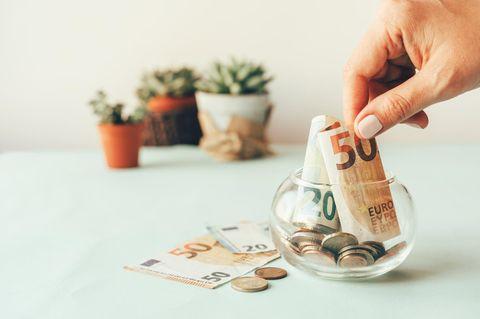 Sparen: Eine einfache Gewohnheit lässt dich all deine Geldsorgen vergessen!