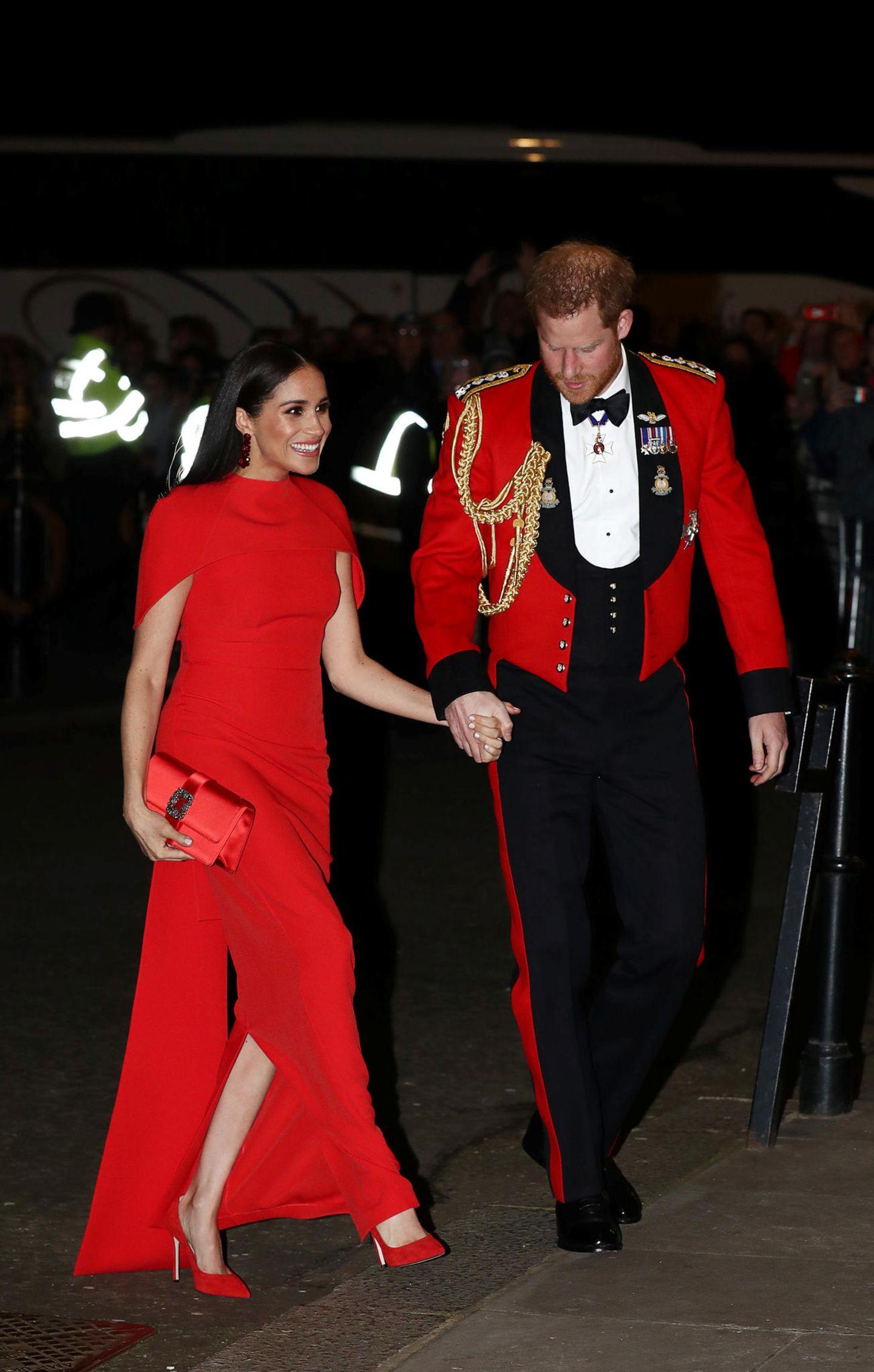 Meghan Markle: ganz in rot mit Prinz Harry unterwegs