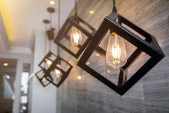 DIY-Lampe: Lampe mit Metallrahmen