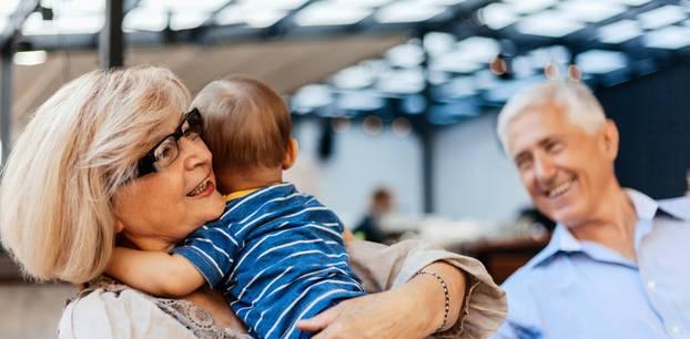 Corona aktuell: Kind und Großeltern