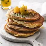 Pancakes mit Orangenkompott und Pistazien