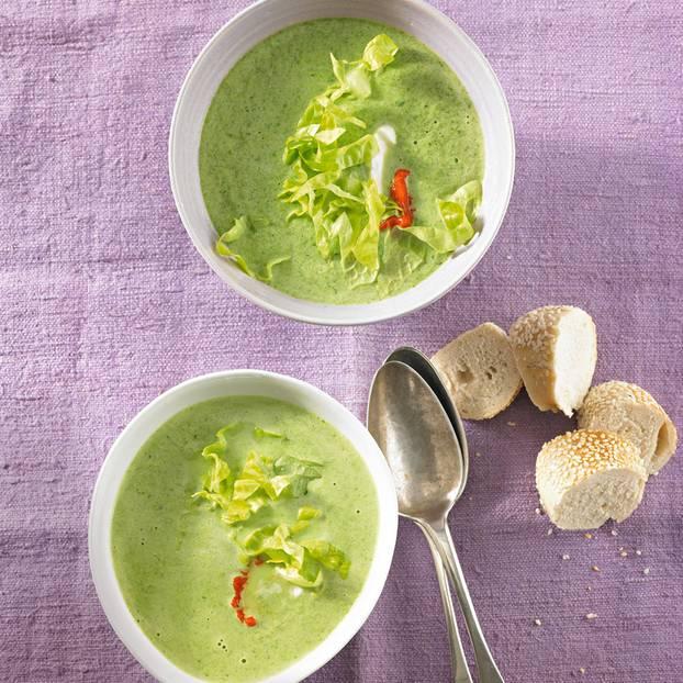Kopfsalat-Creme-Suppe mit Ajvar