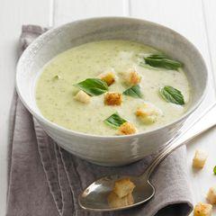 Zucchinisuppe mit Ingwer-Croûtons