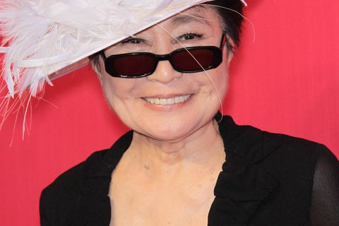 Yoko Ono mit Hut