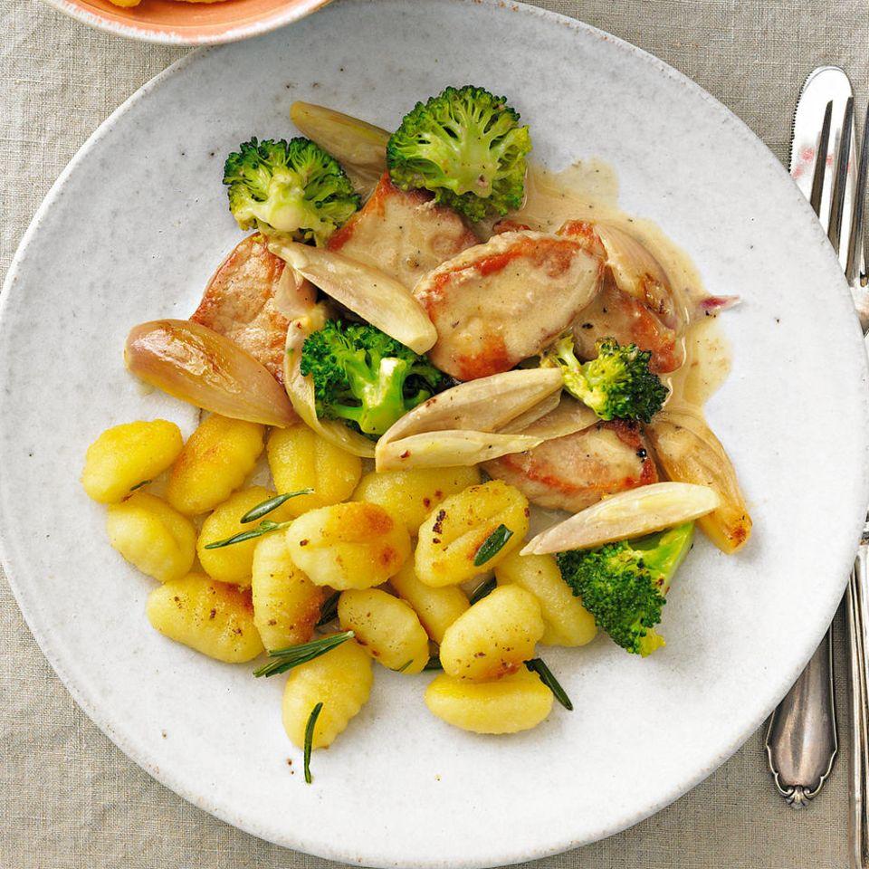 Filetpfanne mit Schalotten und Brokkoli