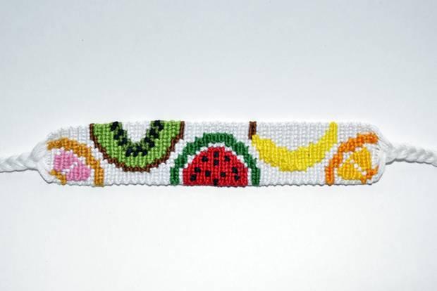 Make friendship bracelets: bracelet with fruit motif
