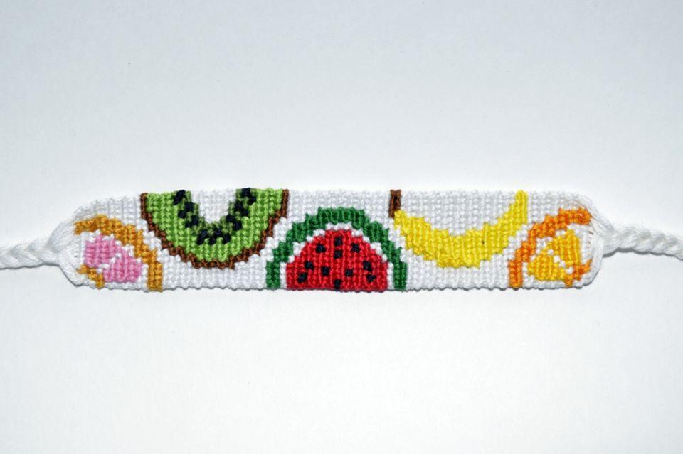 Freundschaftsbänder knüpfen: Armband mit Obst-Motiv
