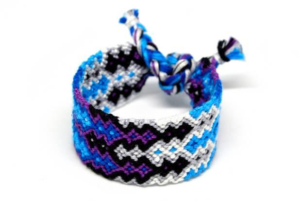 Make friendship bracelets: wide, colorful bracelet