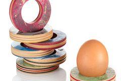 Eierbecher aus Skateboards
