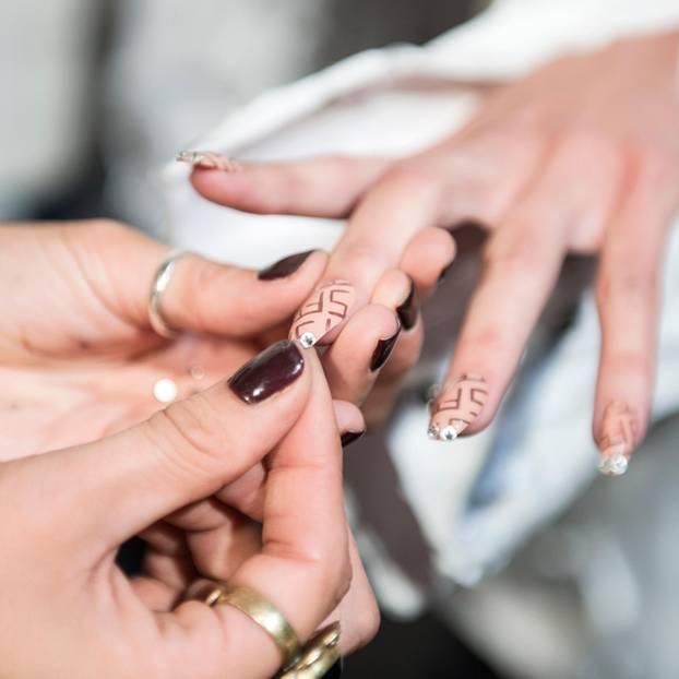 Summer nail trend: lipstick nails