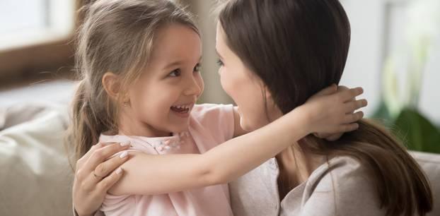 Psychotherapeutin verrät: 17 Fragen, mit denen du dein Kind besser kennenlernst