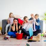 5 Kleinigkeiten, die dein zu Hause sofort ordentlicher machen: Familie im Chaos