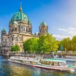 Berliner Dom und Boot