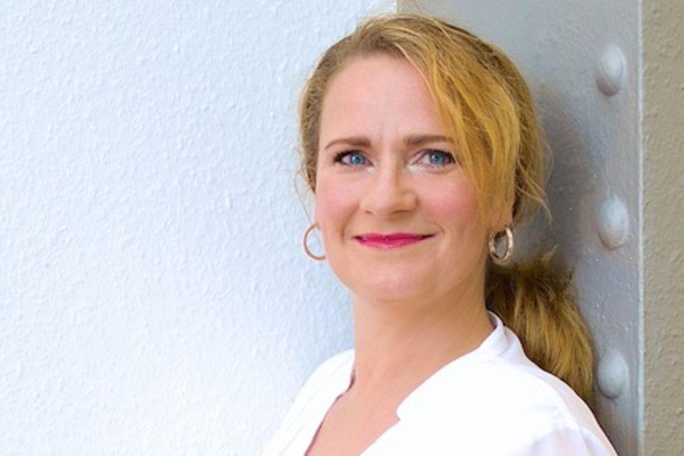 Andrea vorm Walde ist Therapeutin, Coach und Heilpraktikerin für Psychotherapie. Ihre Klienten betreut sie in einer Hamburger Praxis und online. Tipps von ihr gibt es außerdem regelmäßig auf ihrem Blog www.andreavormwalde.de