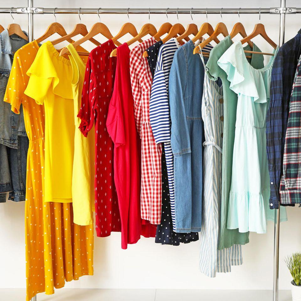 5 Tipps, mit denen deine Kleidung länger hält: Kleiderstange