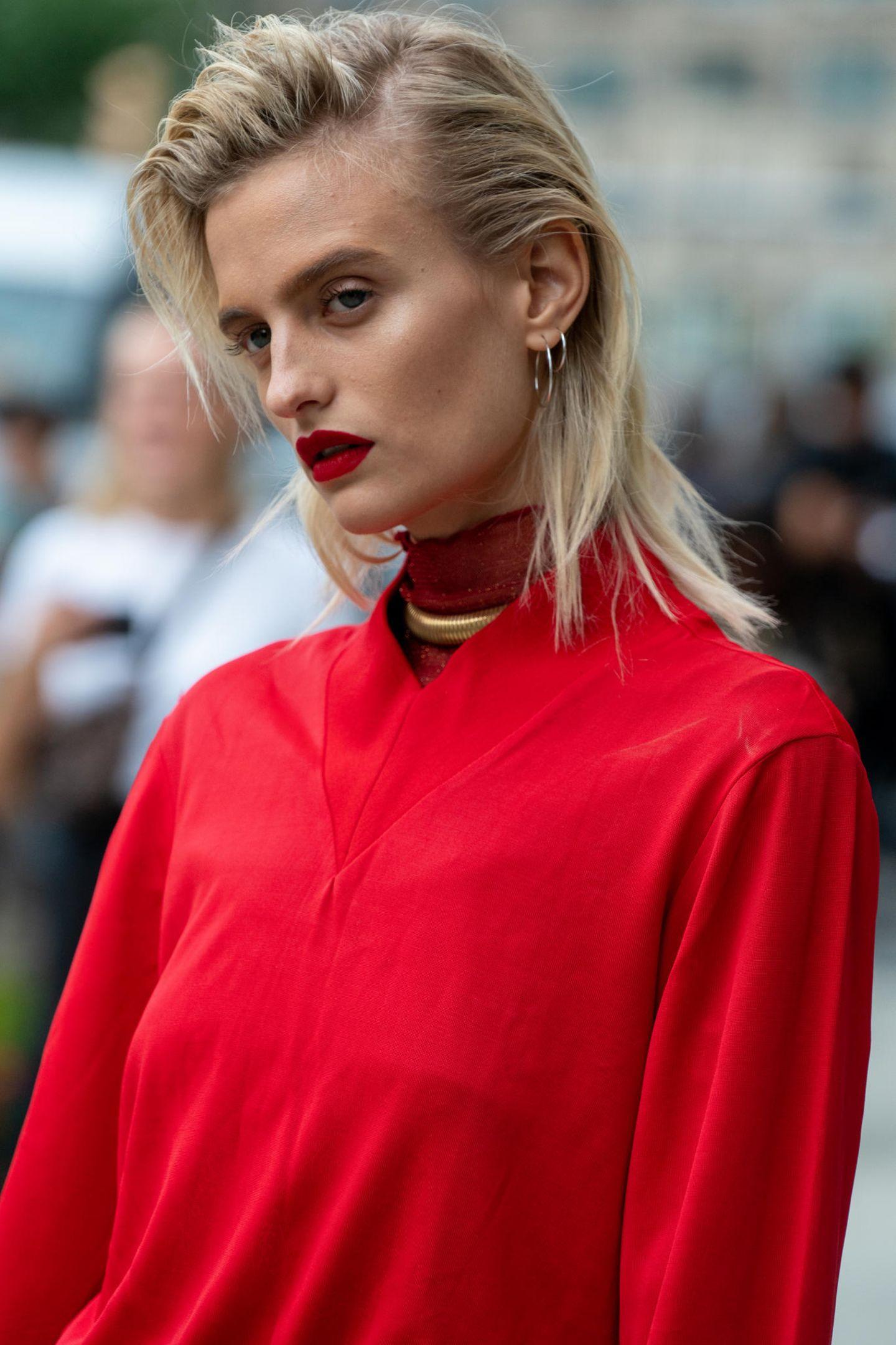 Midi-Hair: Frau mit Lippenstift