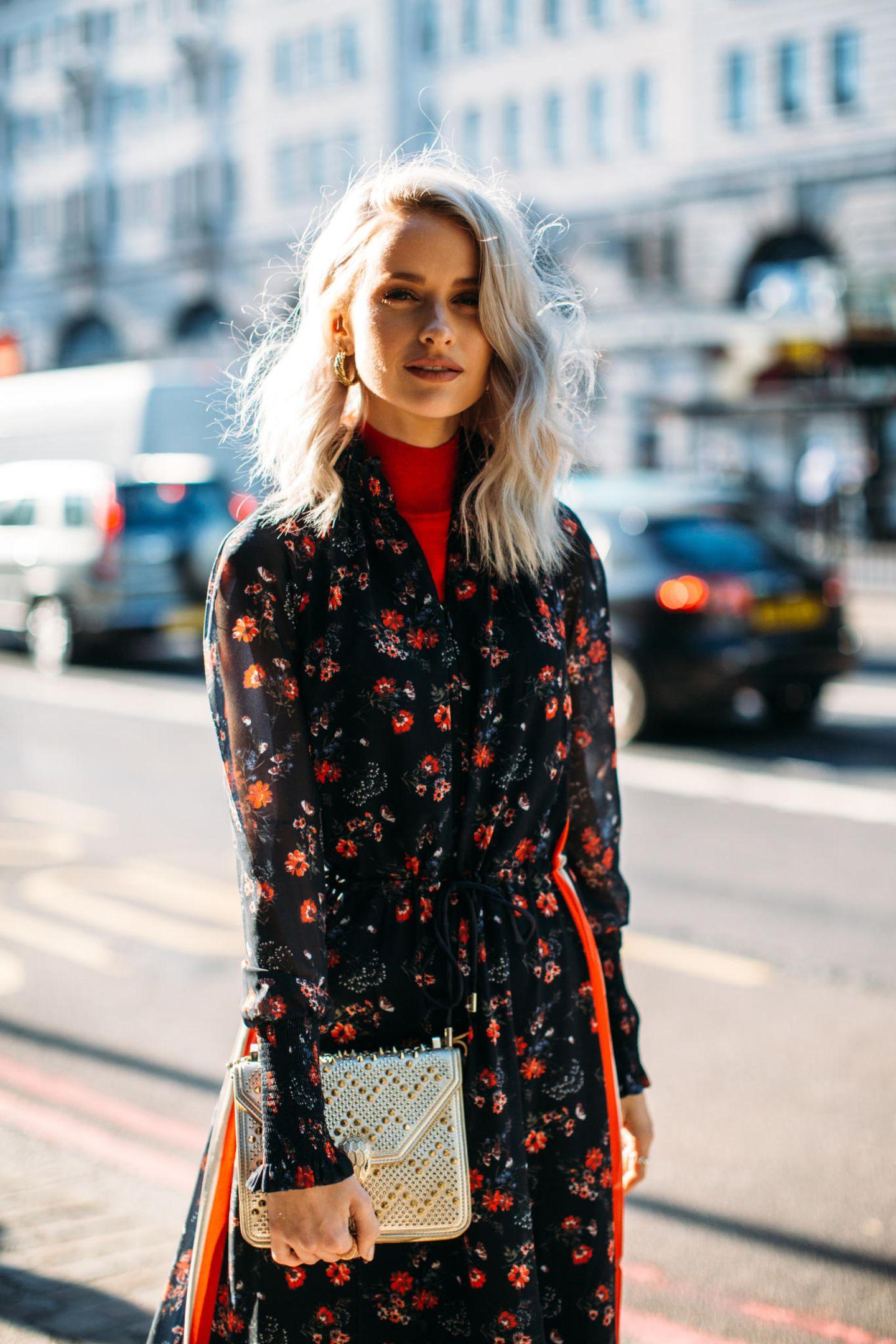 Midi-Hair: Frau mit blonden Haaren