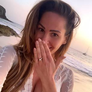 Verlobungsringe der Stars: Angelina Heger mit Ring