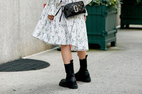 Kleider im Frühling stylen
