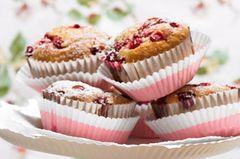 Muffins mit roten Johannisbeeren