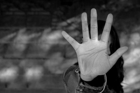 Hasskriminalität: Hand zeigt Stop