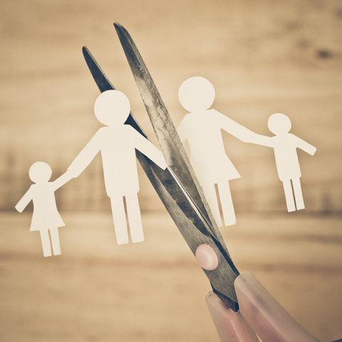 Online-Scheidung: Schere zerschneidet Familienband