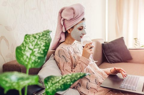 Frau macht Selfcare