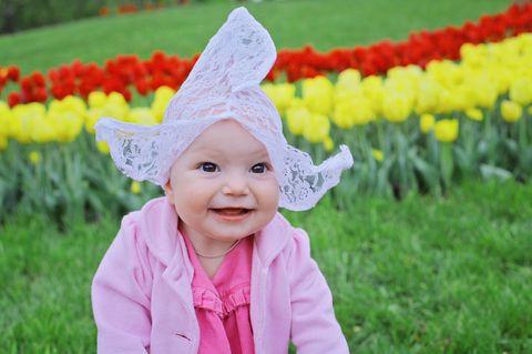 Niederländischen Vornamen: Kleinkind mit holländischer Spitzenhaube