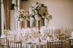 Blumendeko Hochzeit: Blumen auf dem Tisch
