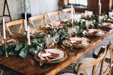 Blumendeko Hochzeit: Tischdeko Landhausstil