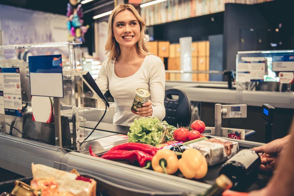 """Supermarkt-Kassiererin in Corona-Krise: """"Ein Danke reicht mir nicht"""""""