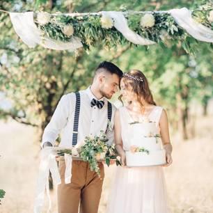 Blumendeko Hochzeit: Blumengirlande