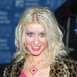 90er Make up: Christina Aguilera mit Blush-Look