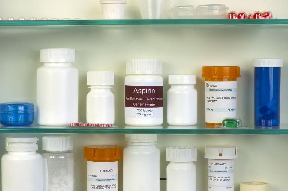Schrank mit Medikamenten