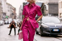 Frisuren: Frau auf der Strasse