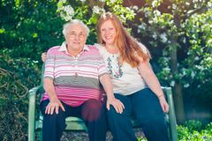 Demenzkranke Oma: Tamara Ameling mit ihrer Oma