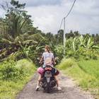 Allein auf Reisen: Frau auf Motorrad