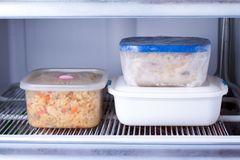 Gerichte zum Einfrieren: Kunststoffboxen im Gefrierfach