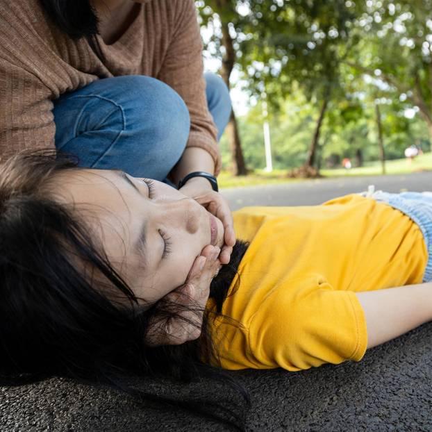Allergische Reaktion: Ohnmächtiges Mädchen